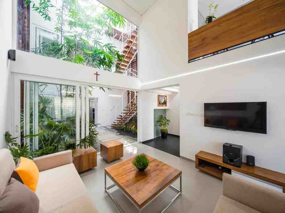 wooden-accent-minimalist-tropical-living-room